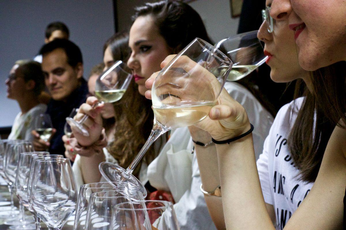Un momento de la cata de vinos del Fárdelej Festival, en Arnedo (La Rioja). Foto: Fárdelej Festival.