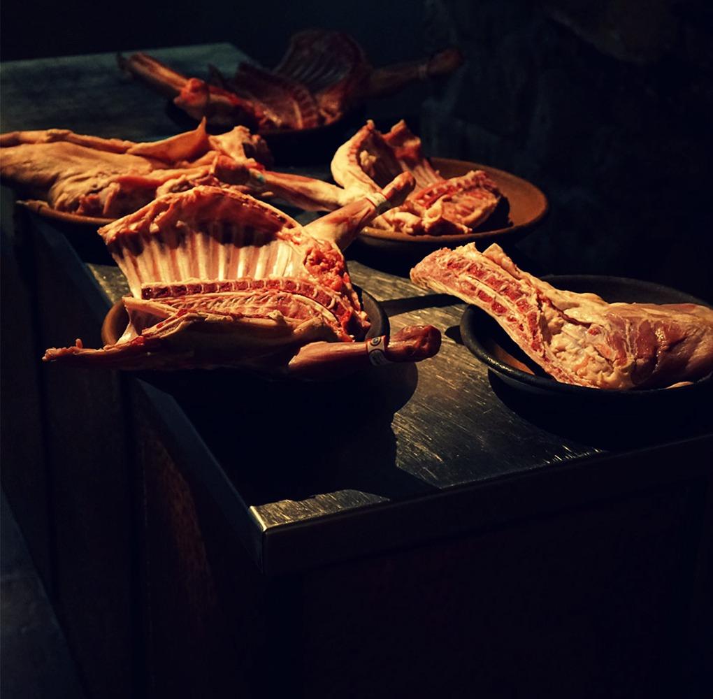 El corderito lechal asado es una de las especialidades de Lada. Foto: Landa.