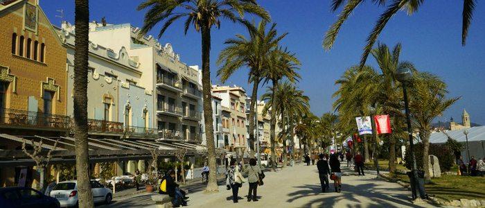 En el paseo marítimo de Sitges está el primer chiringuito de España.
