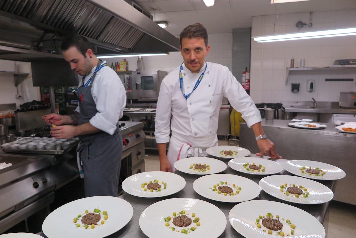 Francis Paniego en las cocinas de Ni Neu durante el congreso SSG15.