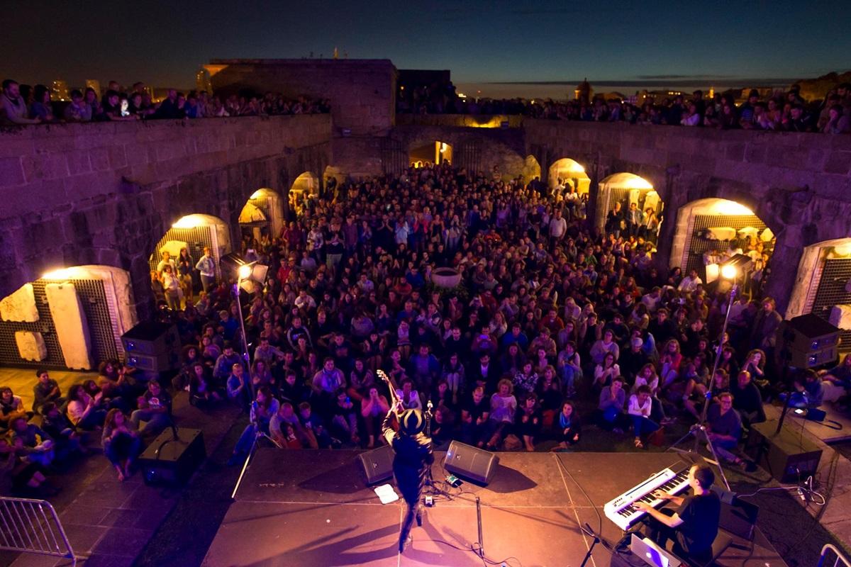 El Castillo de San Antón es uno de los escenarios tradicionales del Festival del Noroeste. Foto: Facebook Festival Noroeste.