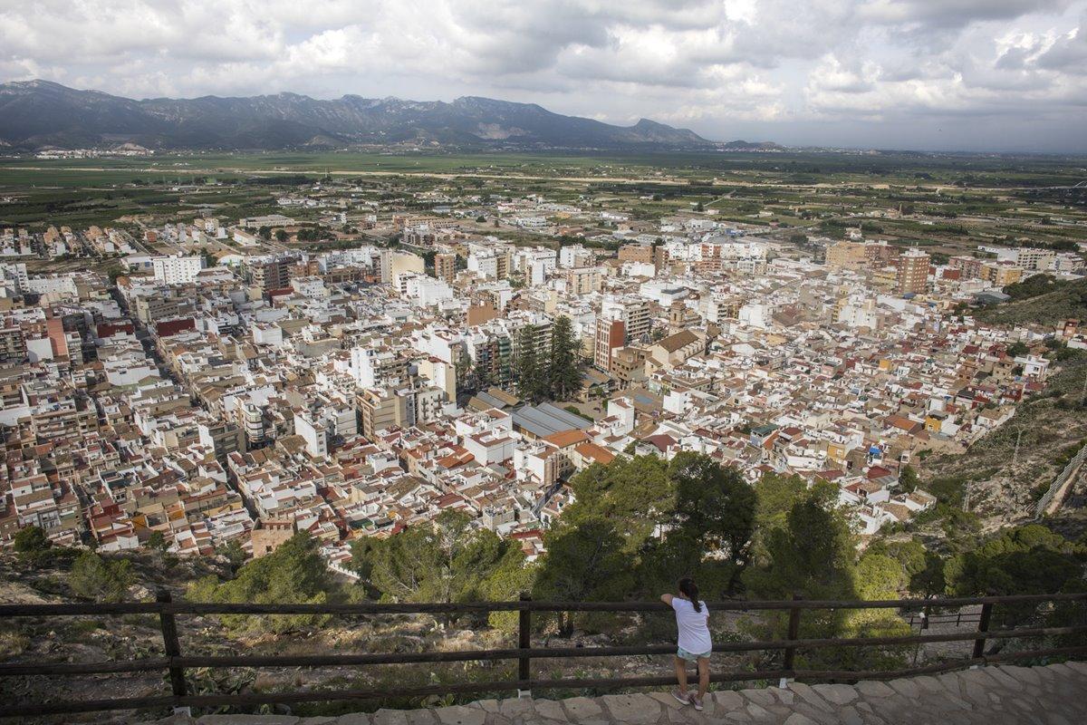 A los pies del Castillo de Cullera, el casco histórico de la ciudad.