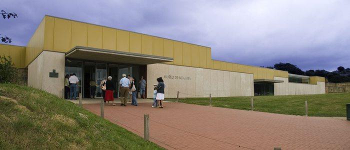 Entrada al museo de la cueva de Altamira. Foto: Ministerio de Educación, Cultura y Deporte de España.