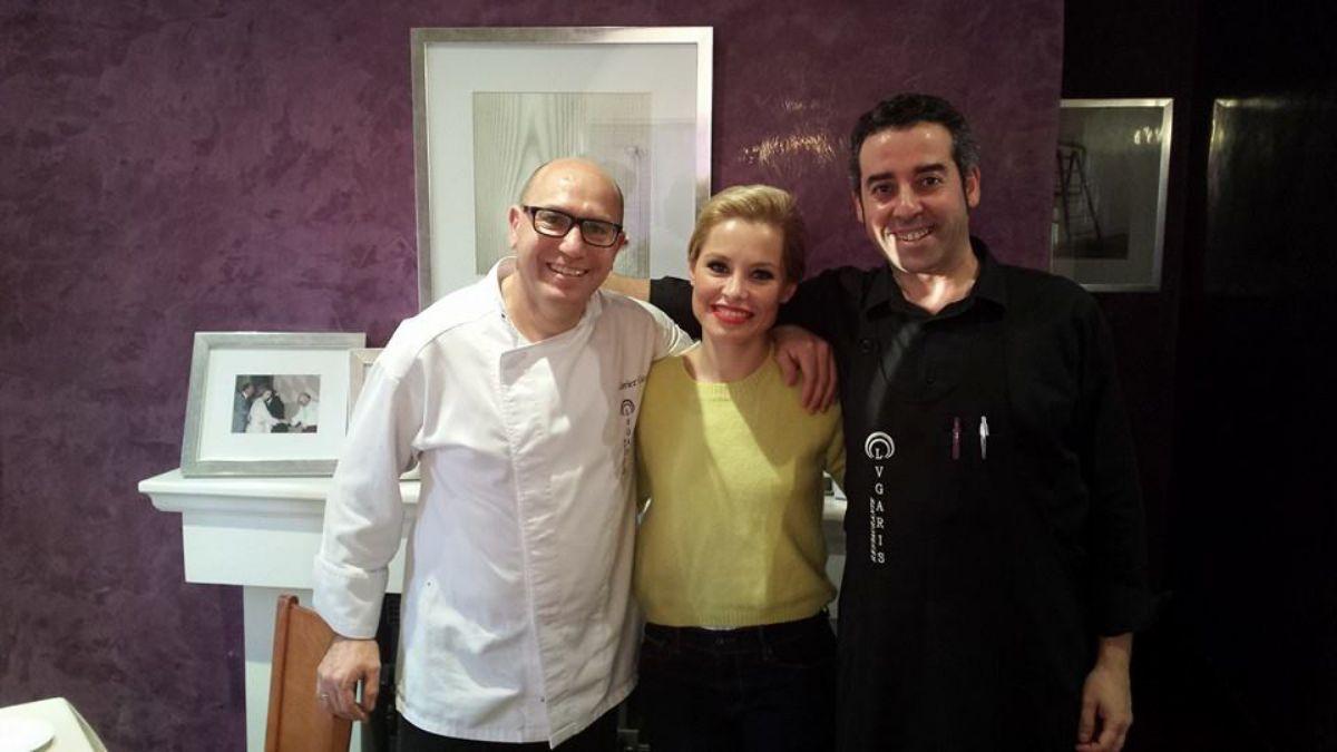 Soraya Arnelas junto a Javier García y Ángel Pereira de 'Lugaris'. Foto cedida.