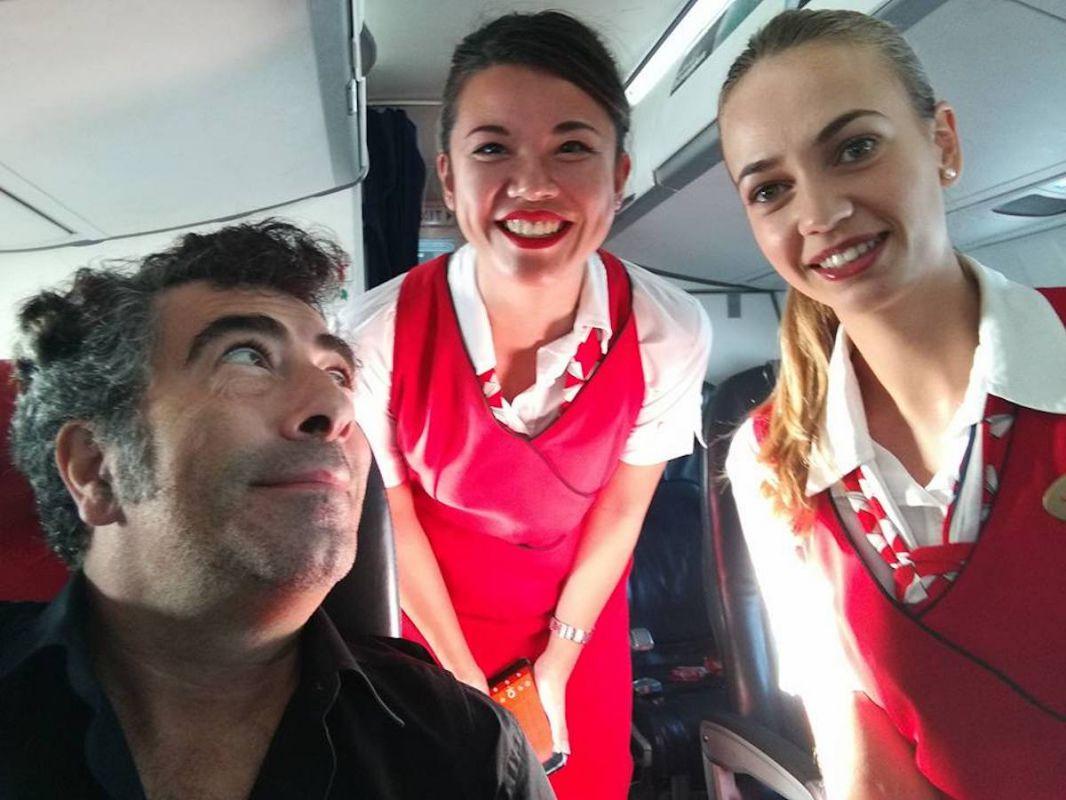 Haciéndose un 'selfie' con las azafatas del tren, camino a Rentería. Foto: cedida.