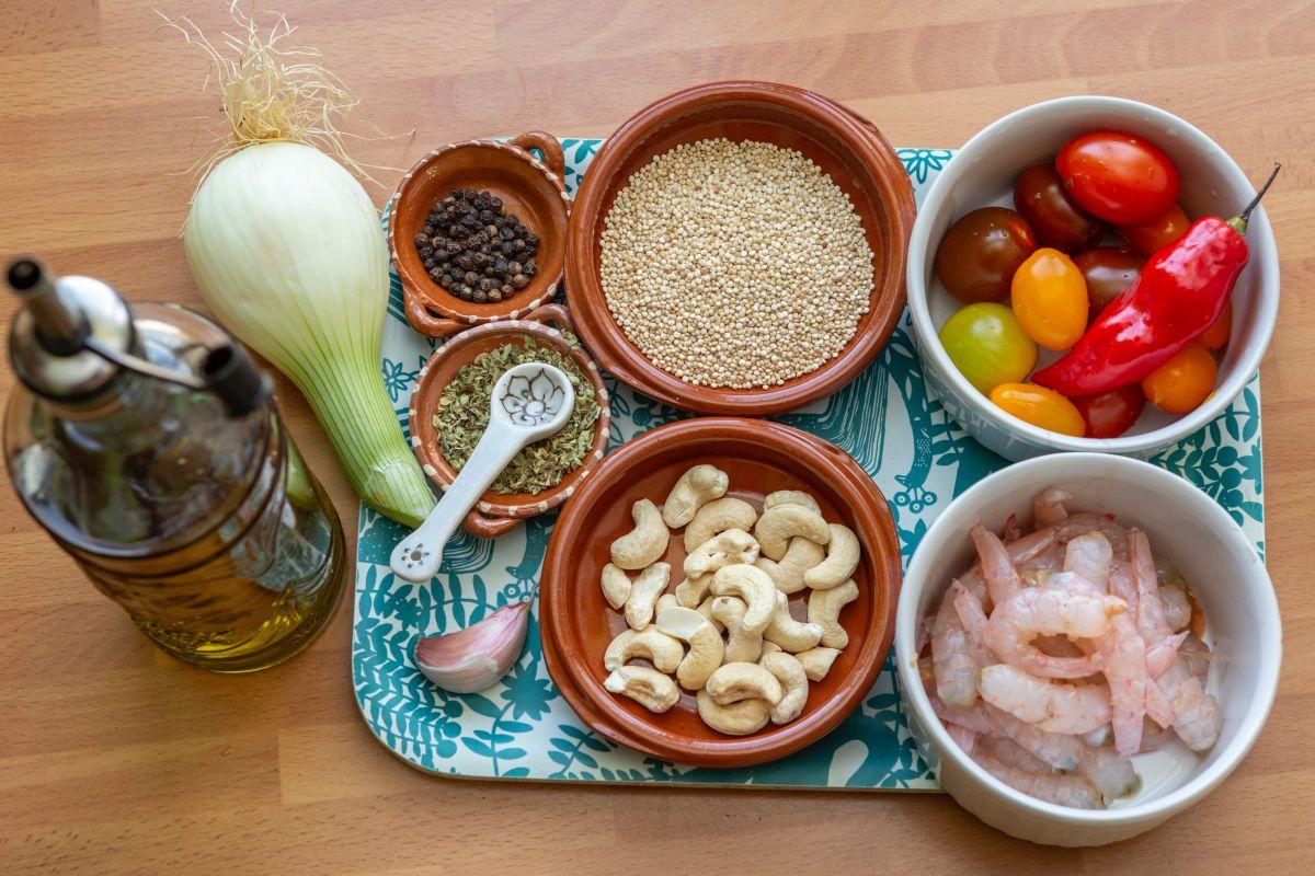Ingredientes: Quinoa sin atamalar con gambas.