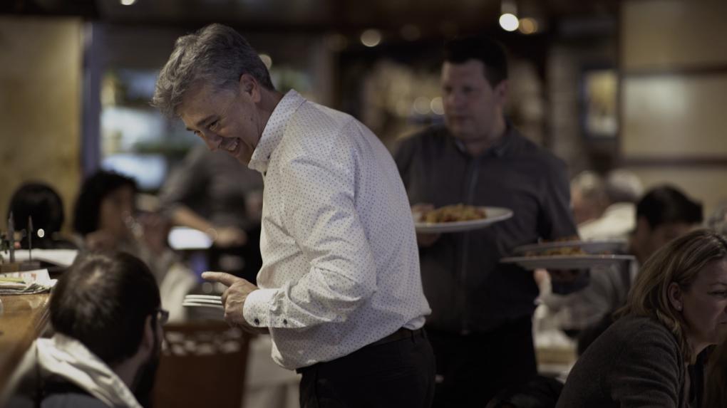 El trato es muy cercano, Juan Chumillas asegura conocer el nombre de la mitad de su clientela.