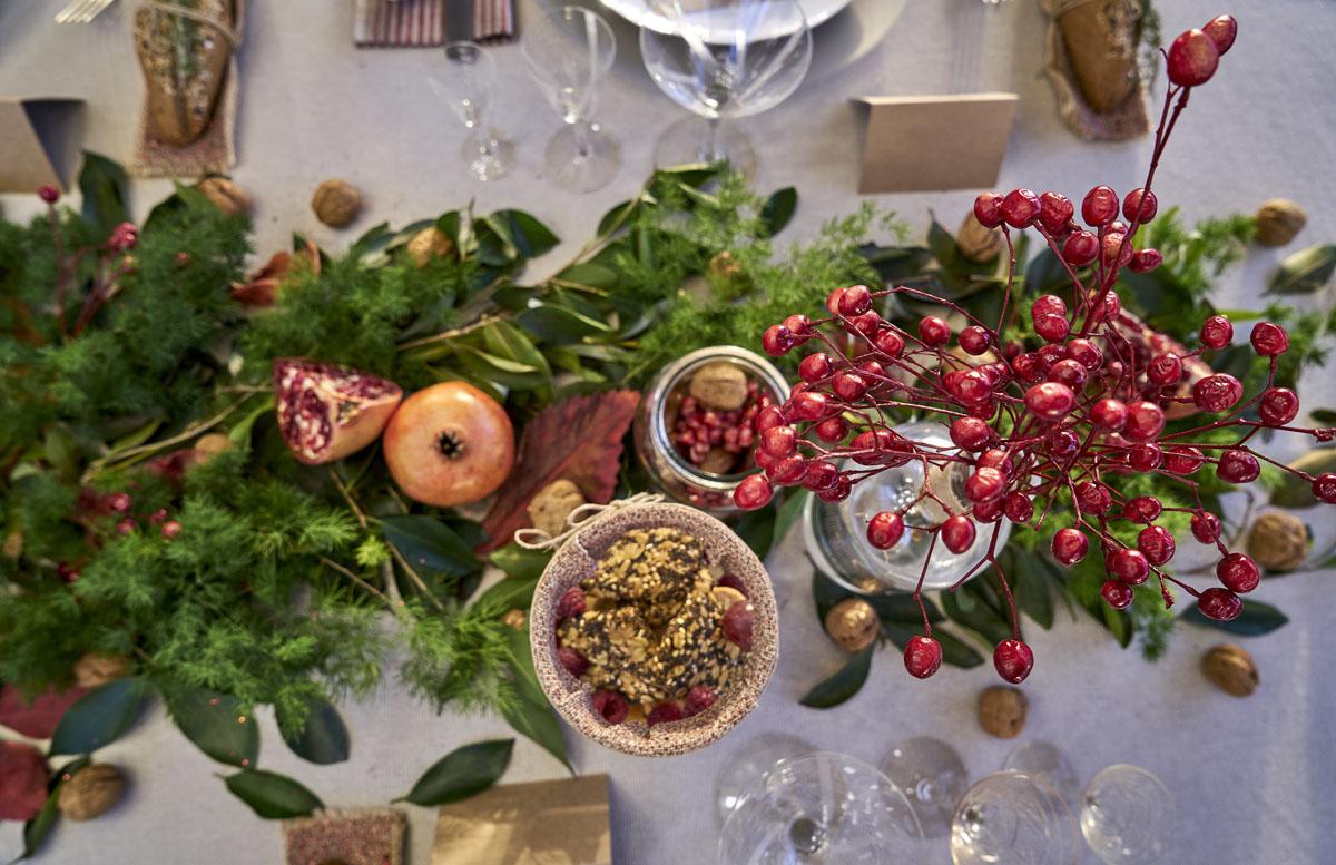 Granada, con nueces y frambuesas. Una combinación de invierno que encaja en estas fechas.