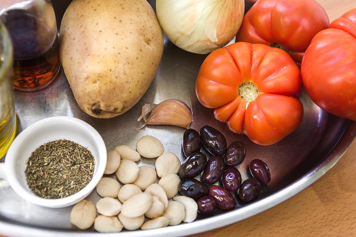 Ingredientes para la cazuela de patatas.