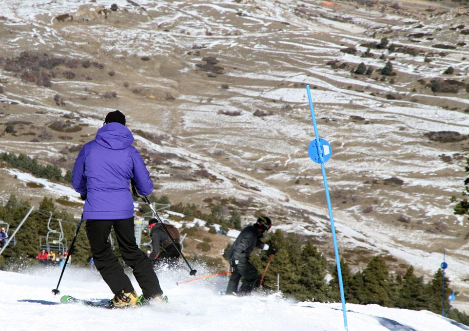 En Javalambre aún hay nieve para disfrutar del esquí. Foto: shutterstock.