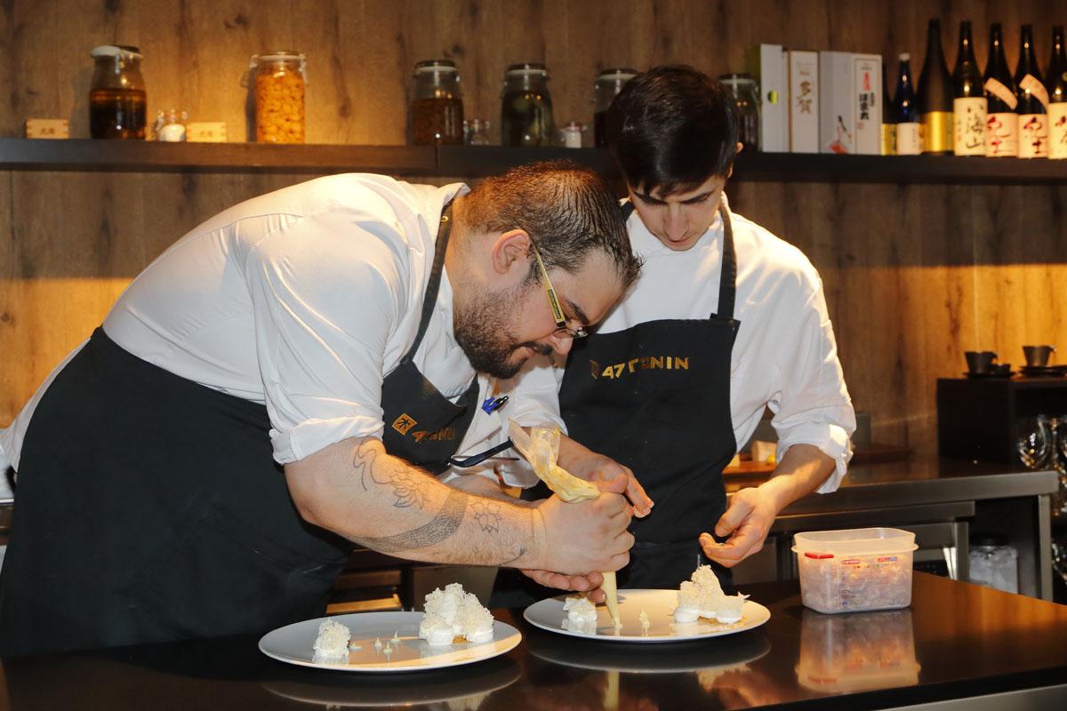 El jefe de cocina, Alex García, ultimando los detalles.