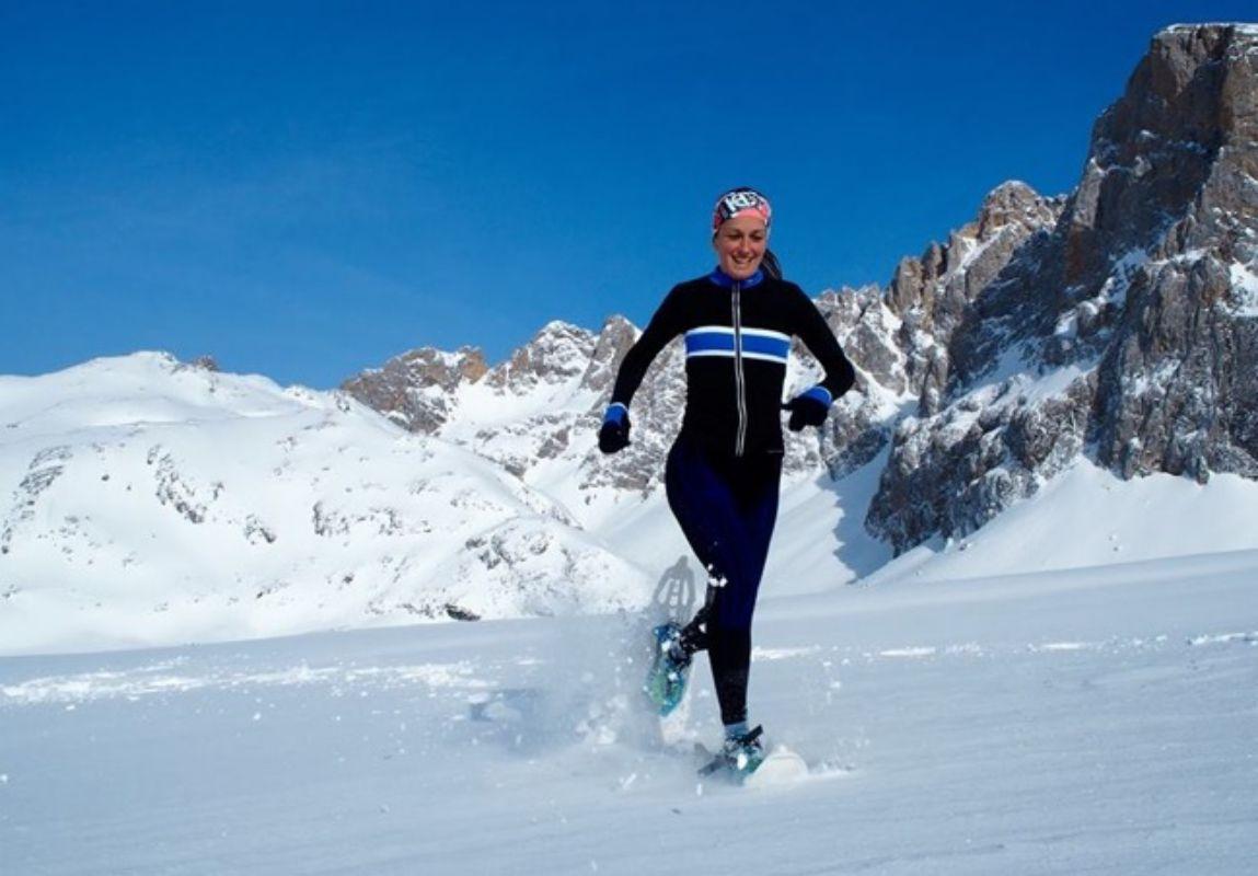 Practicando 'running' con raquetas de nieve. Foto: PicosXtreme.