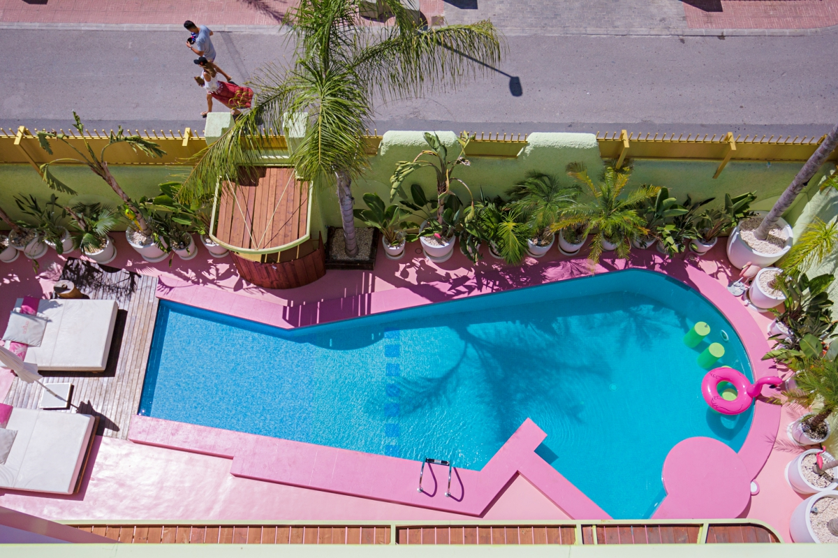 Vista de la pisicina del hotel Tropicana (Ibiza).