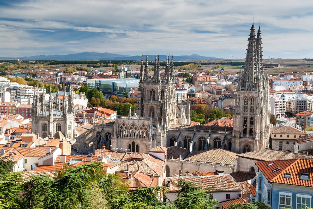 Vista panorámica de la catedral de Burgos. Foto: Shutterstock