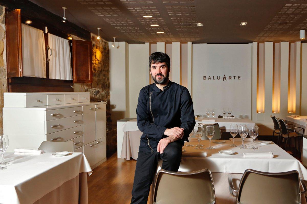 Óscar abrió con 20 años su primer restaurante y desde 2008 está en la capital soriana.