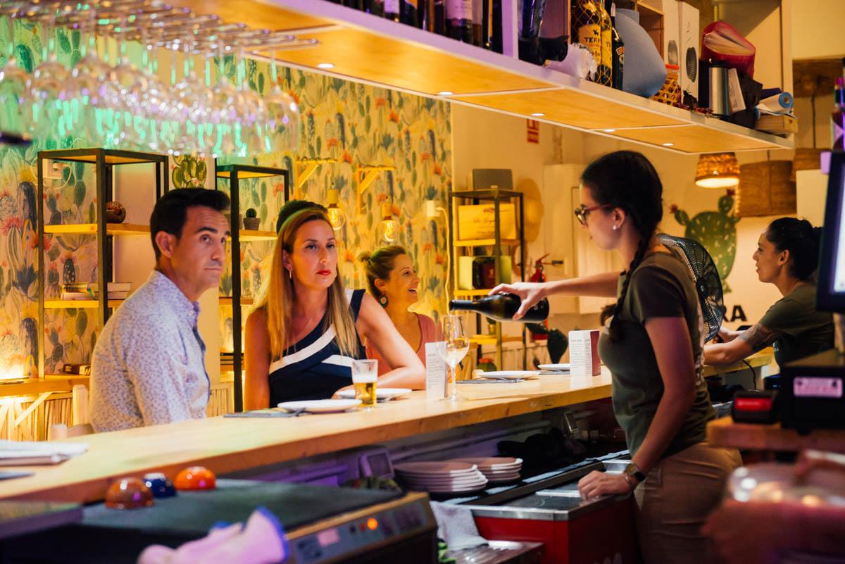 Los vinos que proponen en 'La Palera' proceden sobre todo de pequeños viticultores de toda España.