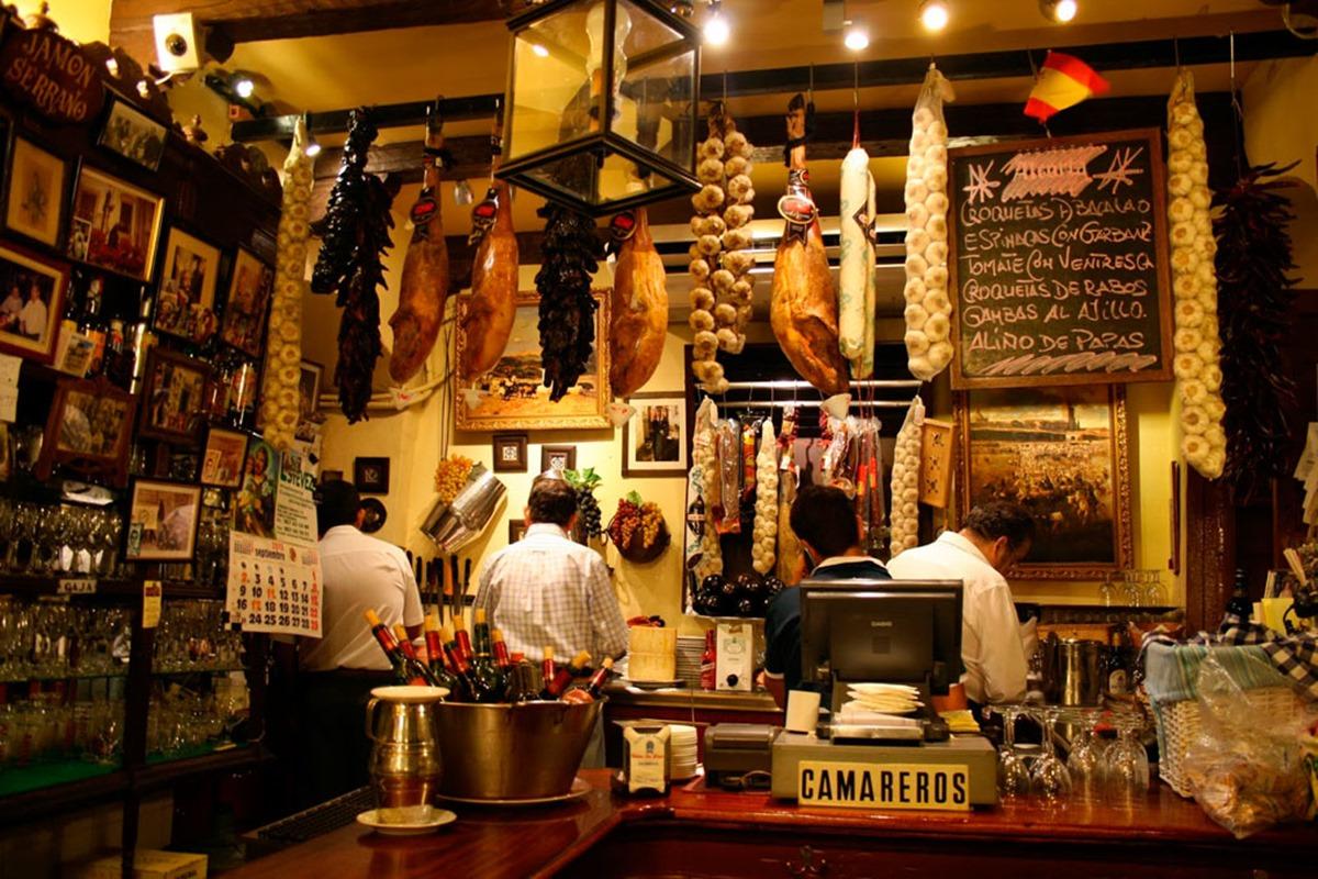 A tan solo 10 minutos de la Judería, Bodega 'El Pisto', uno de los lugares más tradicionales del ambiente cordobés. Foto: 'El Pisto'