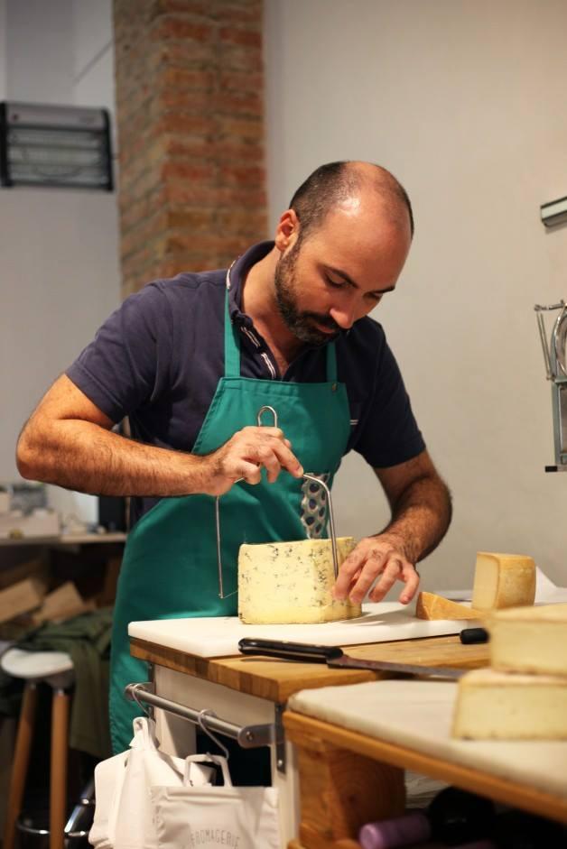 Aquí hay, sobre todo, quesos de leche cruda, artesanos o fermier. Foto: Facebook