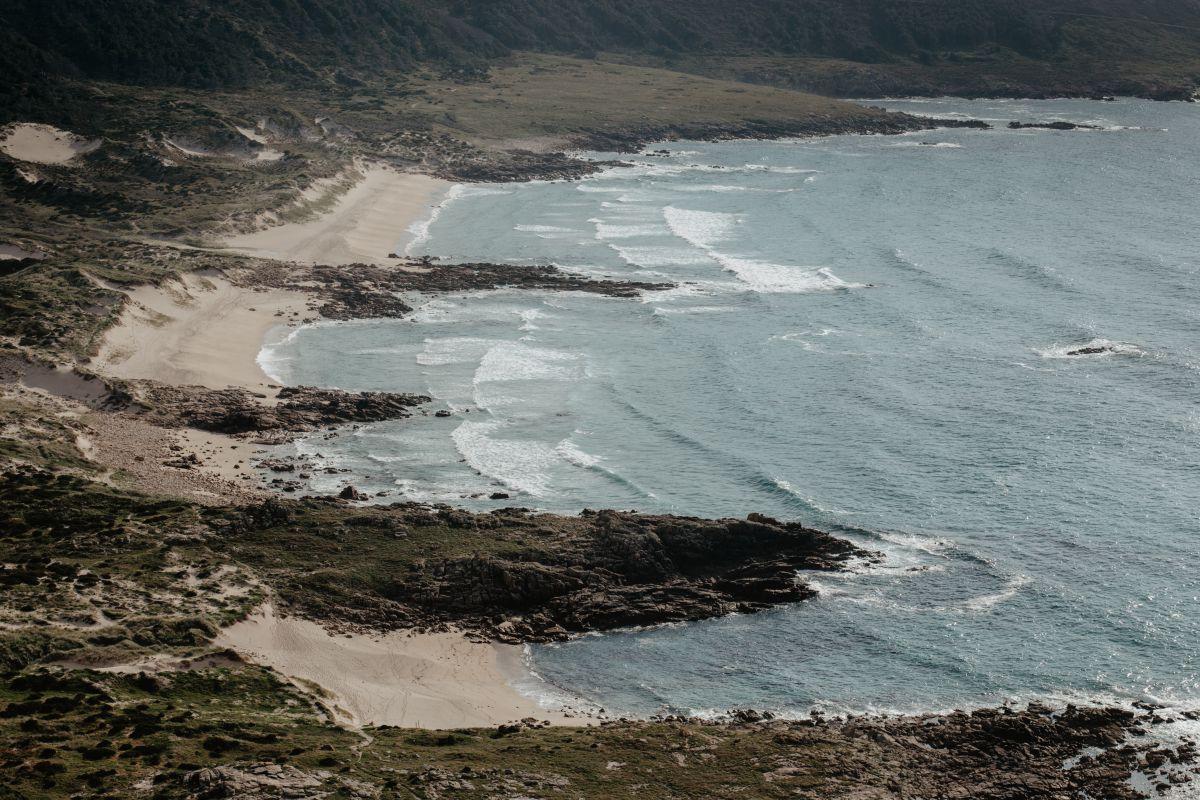 Vista de la Ensenada de O Camiño dos Faros (Costa da Morte, A Coruña).
