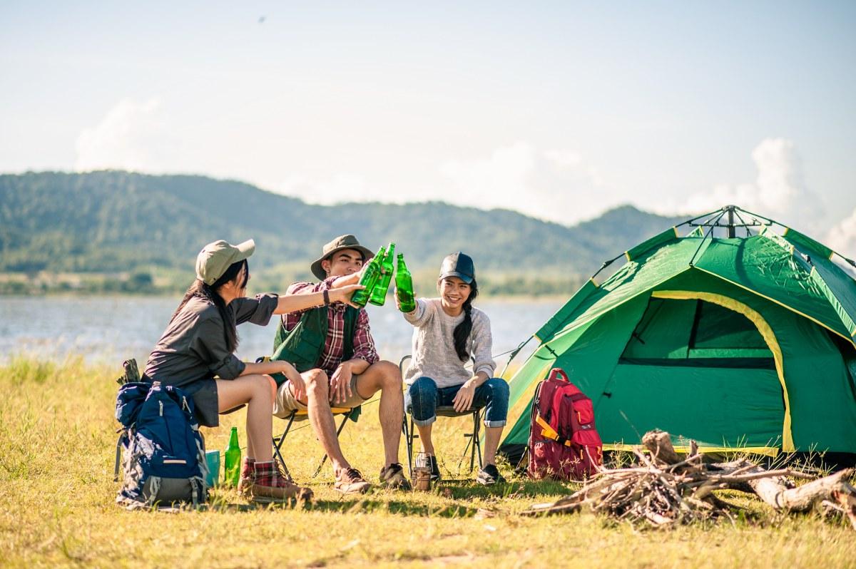 Si viajas con amigos, es fundamental que atéis bien vuestras vacaciones para evitar sorpresas. Foto: Shutterstock.