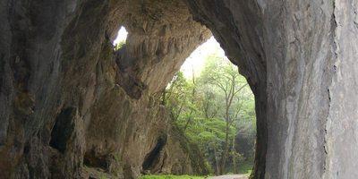 Interior de la cueva de Cullalvera.