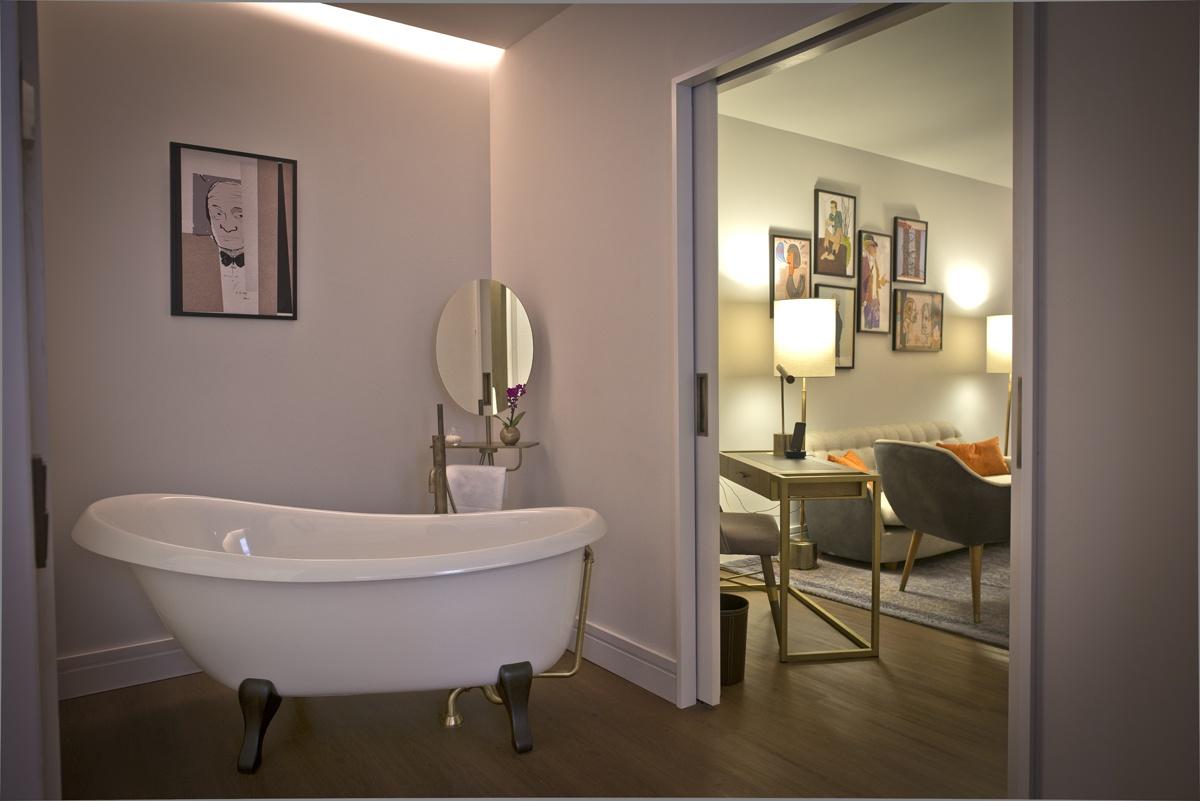 La mayoría de las habitaciones cuentan con una bañera a la antigua usanza.