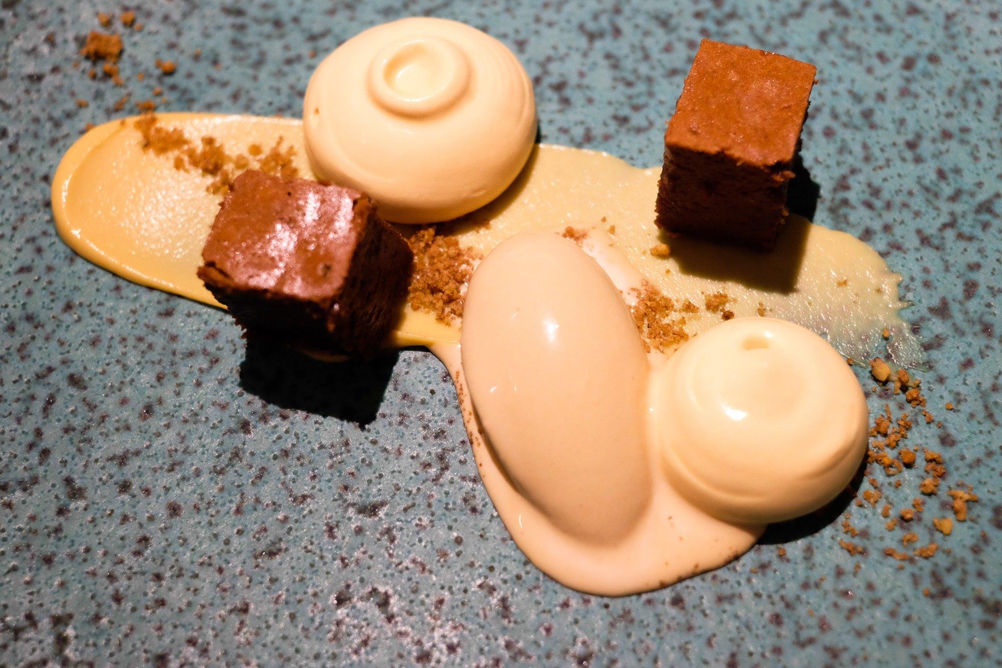 La crema de café con 'brownie' de chocolate es uno de los postres que se pueden probar en 'Nova'.