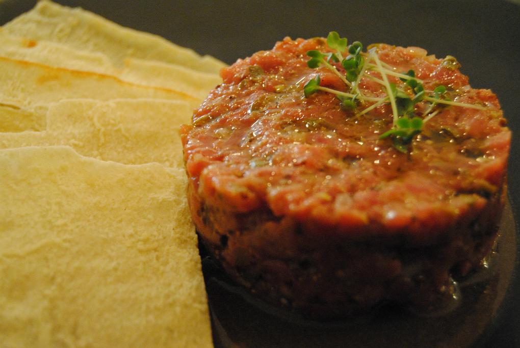 El steak tartar de Monocrom. Foto: E.R.