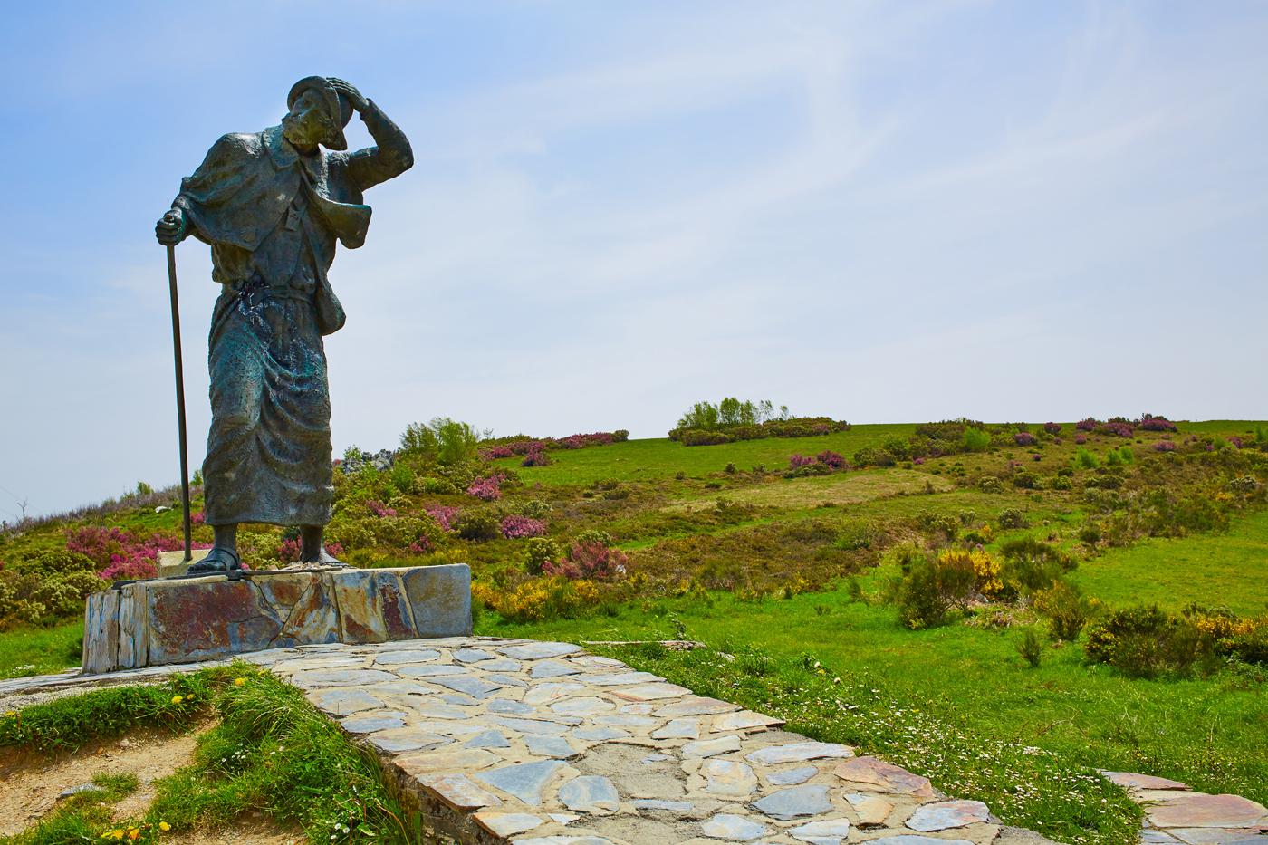 La estatua del peregrino de O´Cebreiro. Foto: shutterstock.