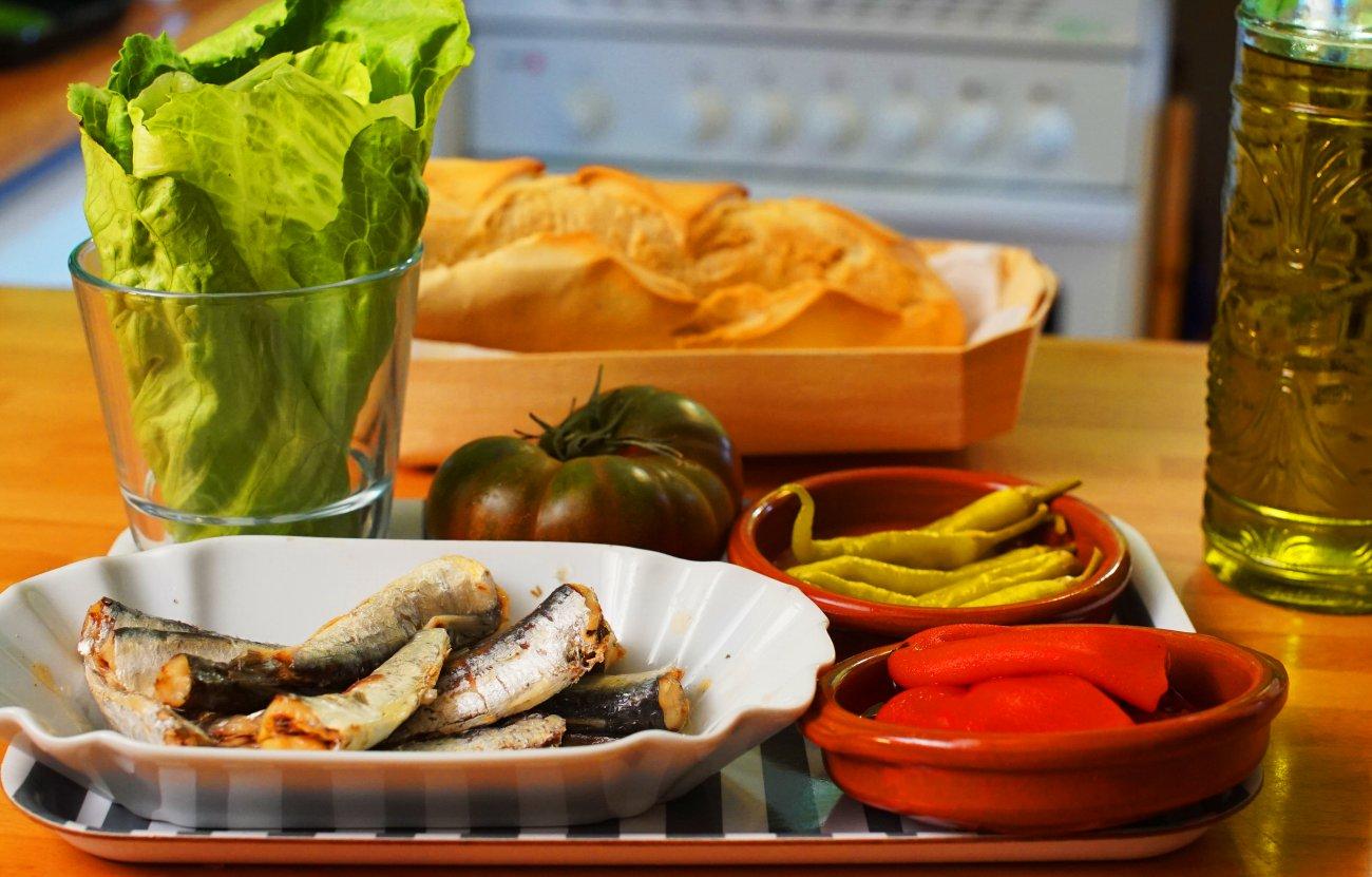 Bocadillo de sardinillas (ingredientes)