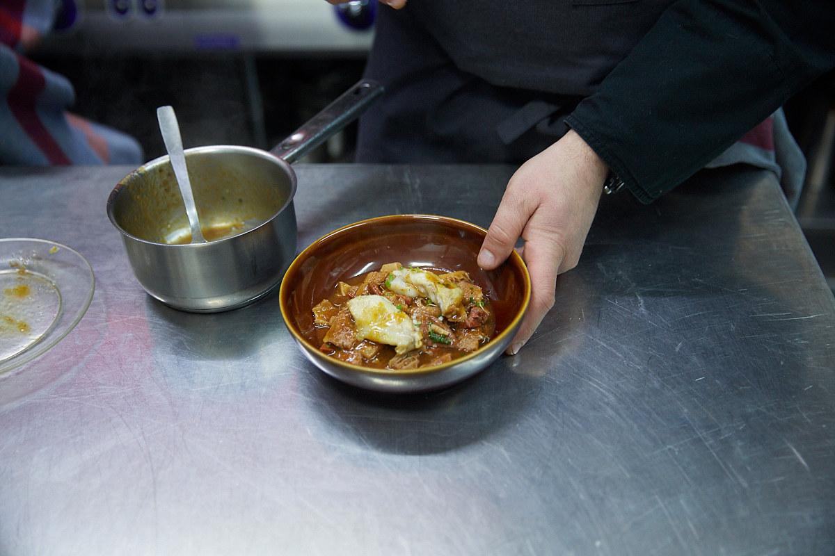 Sin reservas de mesa y sin patatas fritas, pero con grandes elaboraciones, así es el 'Bardeni'.