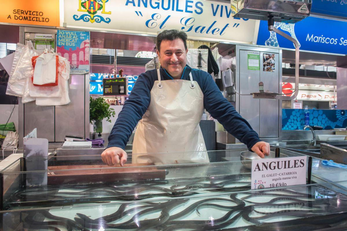 El puesto de Anguilas El Galet en el mercado central de Valencia.