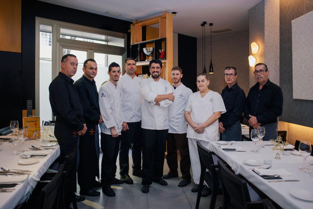 González y el equipo de 'San Sebastián 57'.
