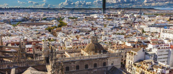 Sevilla es para vivirla desde abajo y contemplarla desde las alturas.