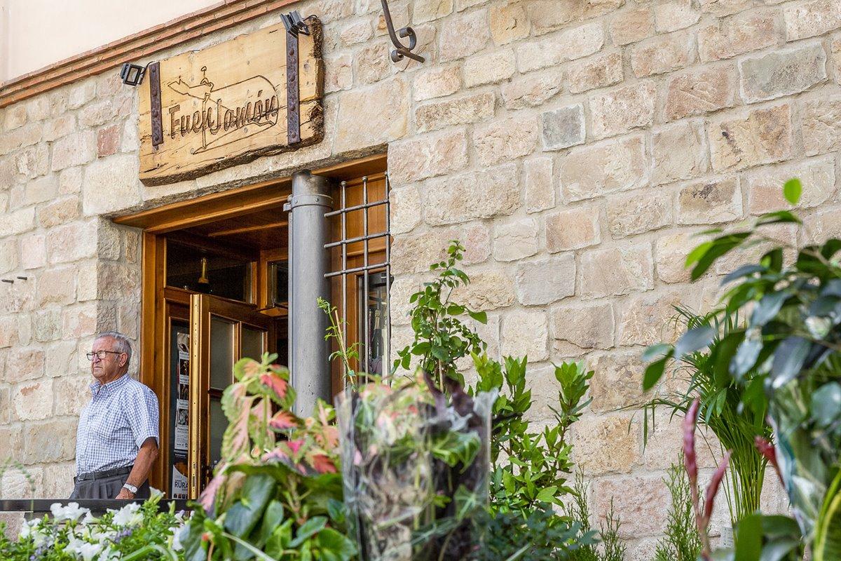 Un buen lugar para tomar una tapa de jamón de Teruel.