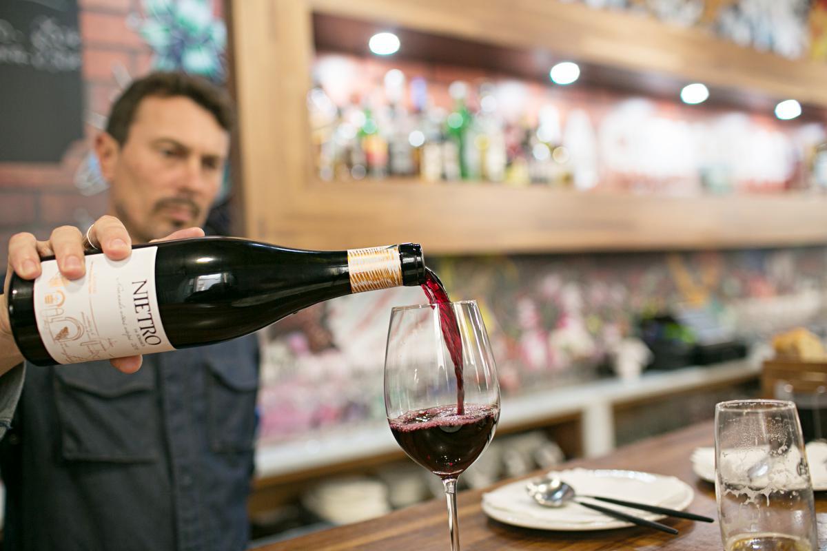 La carta de vino incluye más de 200 variedades.