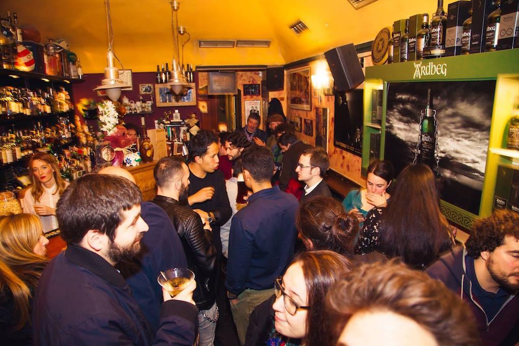 En la celebración del 14 aniversario no cabía un alfiler en el 'Café Residence'. Foto: Facebook.