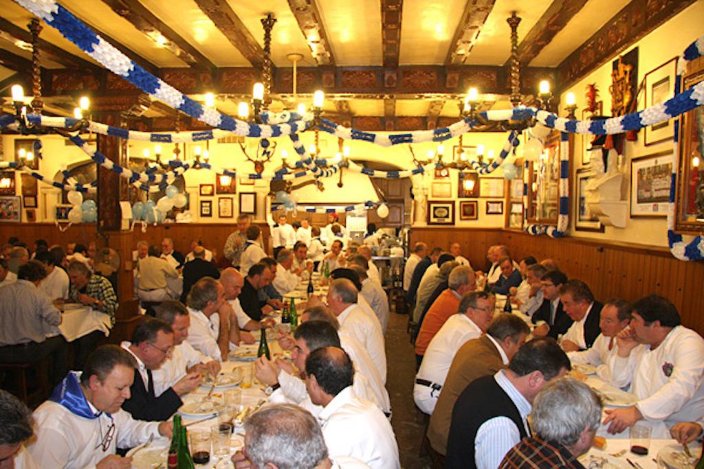 Cena en la sociedad Gaztelubide.