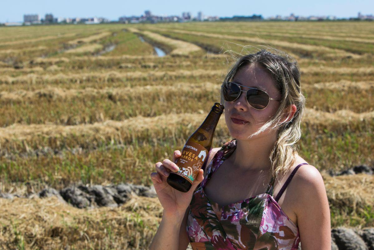 La cerveza de arroz 'Tartana' es uno de sus nuevos productos derivados.