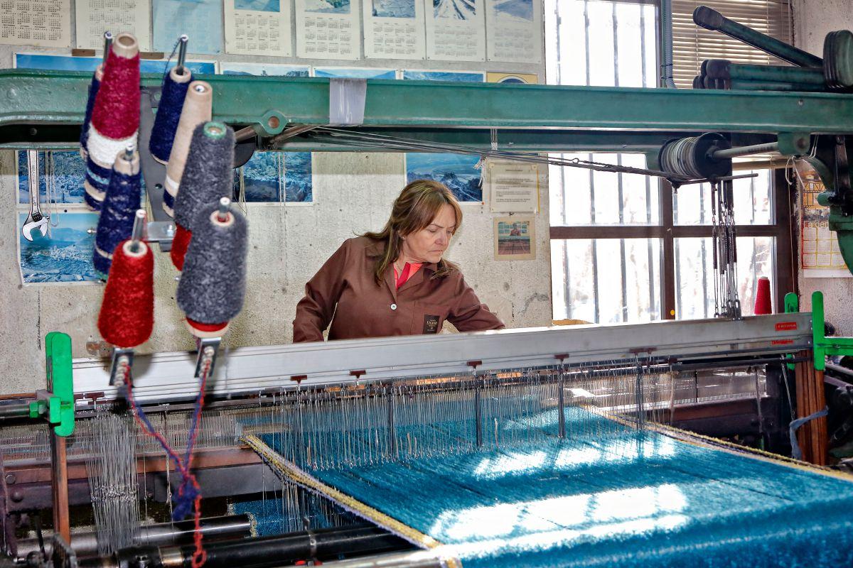 Todo el proceso en el telar se hace de manera artesanal, como desde hace casi 90 años.