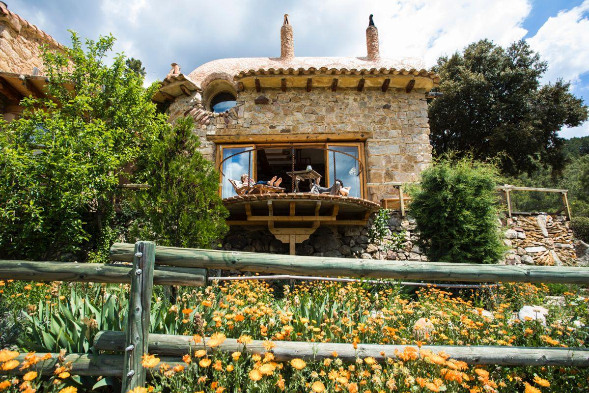 Terraza de la habitación El Barco de la casa rural Mar de la Carrasca, en el parque natural de Peñagolosa, Castellón.