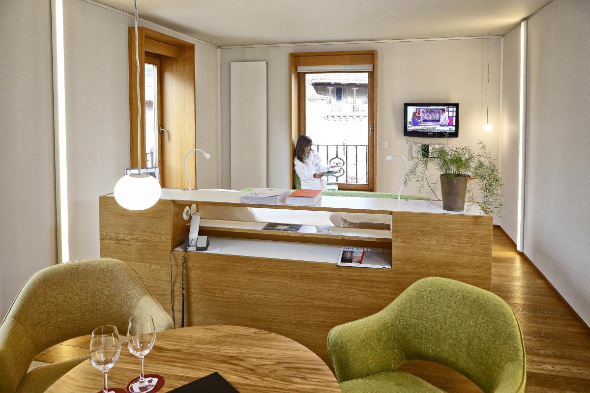 Hotel Echaurren. Cama y saloncito