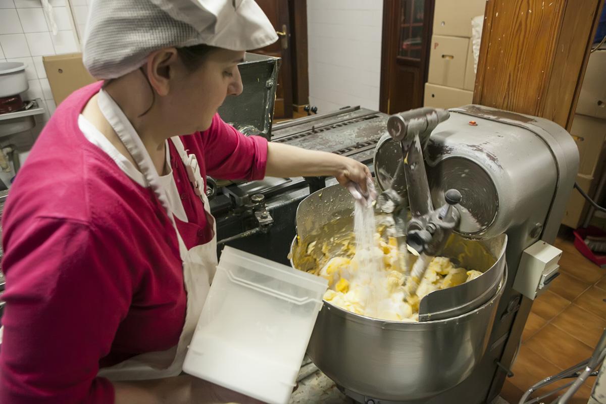 El azúcar y la harina sustituyeron a la miga de pan y la miel.