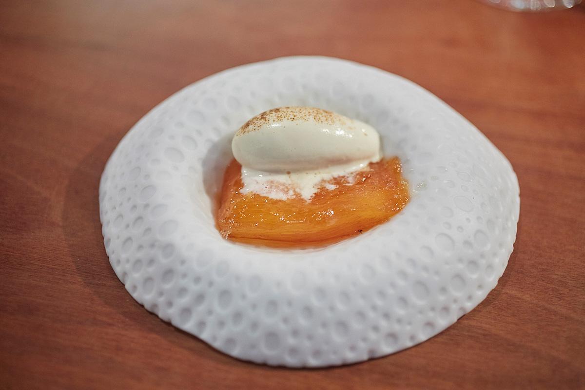 El caqui deshidratado con helado de soja fumada puede ser el broche de oro.