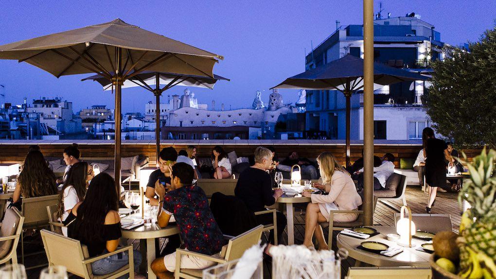 Cenar en esta terraza no tiene precio.
