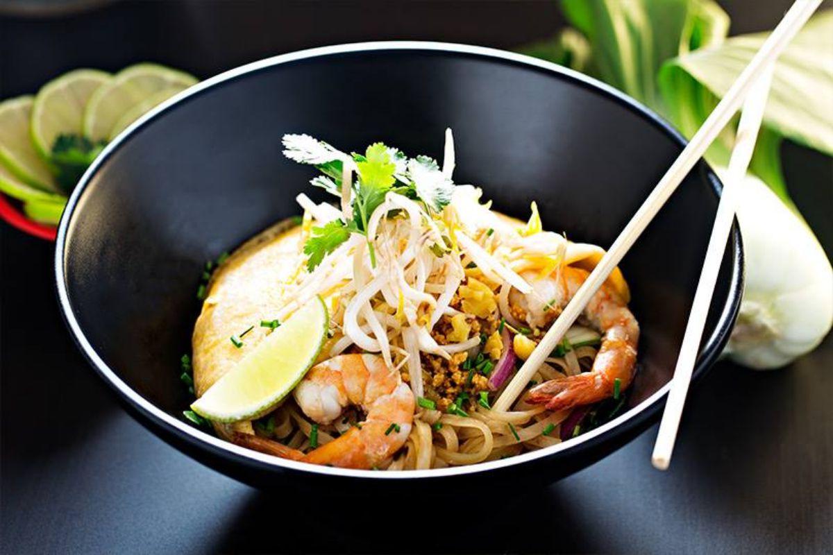 El pad thai, uno de los hits de Tuk Tuk