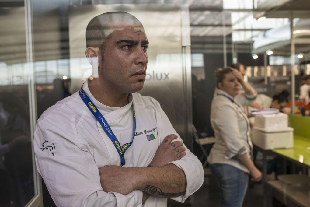 Luis, esperando con nervios la decisión del jurado.