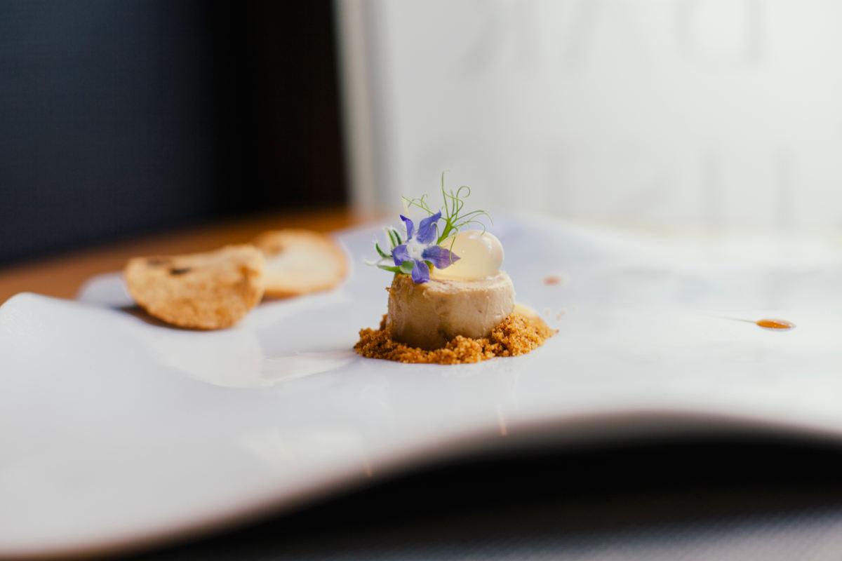 'Micuit' de foie y almendra.