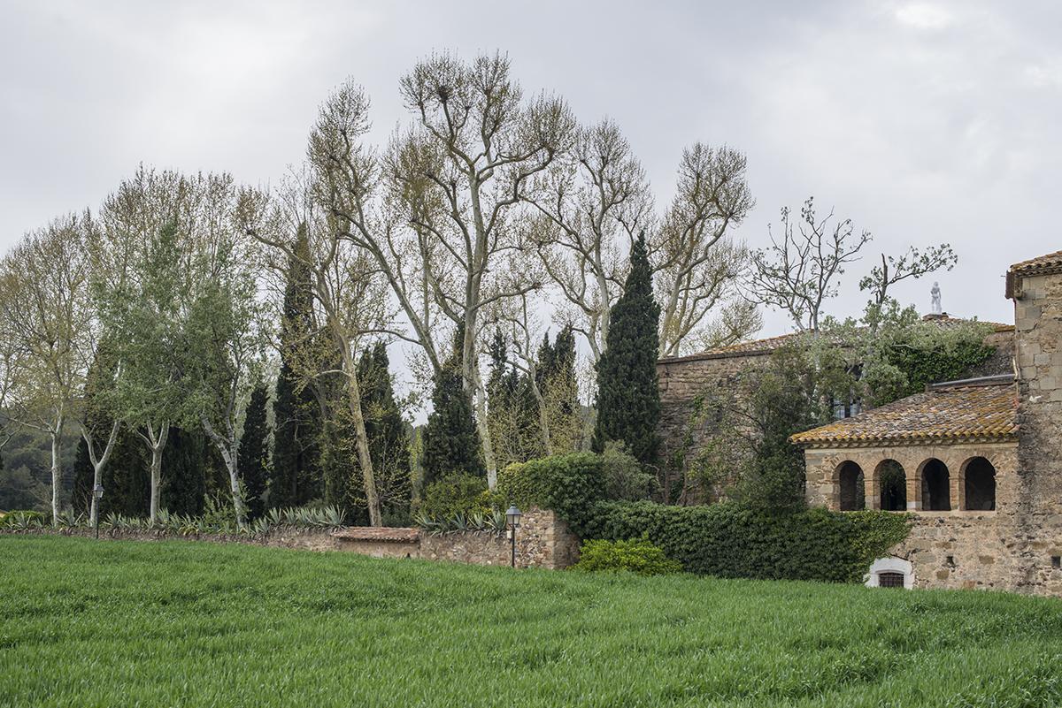 Monells, La Pera o Maremanya ofrecen rincones medievales perfectos.
