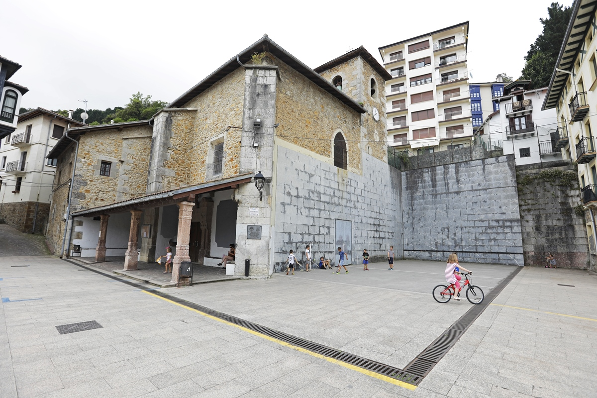 Las calles de Elantxobe, aunque sin monumentos importantes, conforman un panorama con encanto.